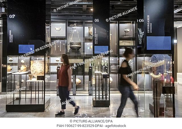 24 June 2019, Baden-Wuerttemberg, Karlsruhe: In the Badisches Landesmuseum in Karlsruhe Castle, people walk through the Baden area in the exhibition...