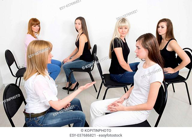 Coach and support group during psychological therapy