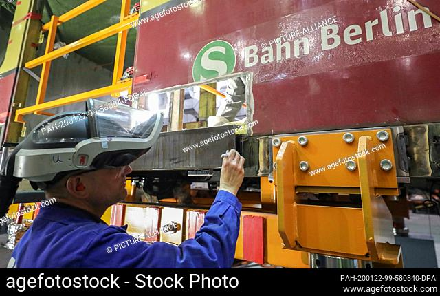 22 January 2020, Saxony-Anhalt, Halle: An employee of Maschinenbau und Service GmbH (MSG) in Ammendorf marks a new piece of carrier for the car body of the...