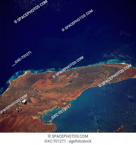 This sizable peninsula forms the western border for the Exmouth Gulf of northwest Western Australia. A line of low mountains, known as the Cape Range