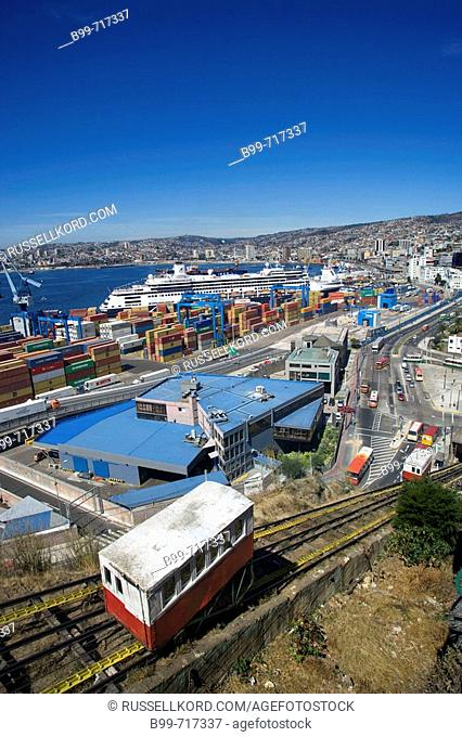 Ascensor Cerro Artilleria Barrio Puerto Port, Valparaiso Chile