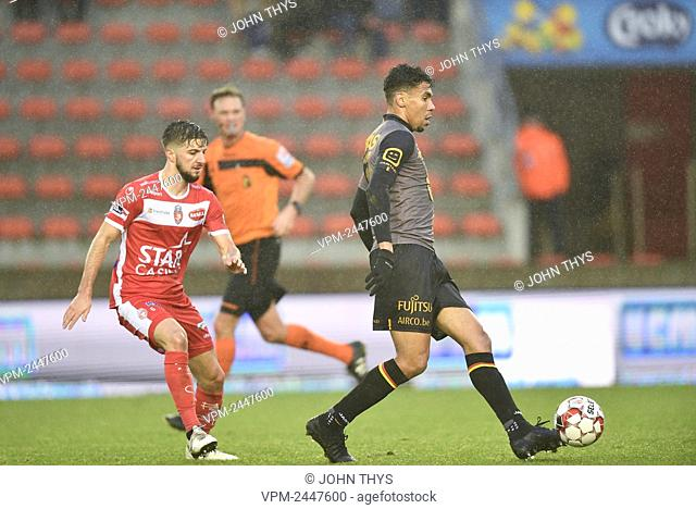 Mechelen's Igor de Camargo fights for the ball during a soccer match between RE Mouscron and KV Mechelen, Thursday 26 December 2019 in Mouscron