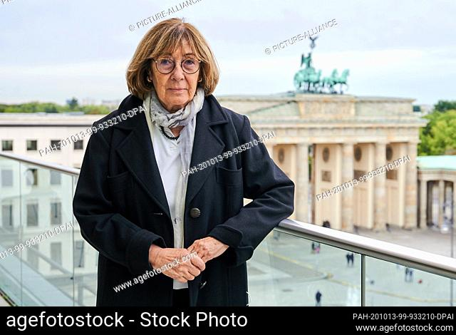 05 October 2020, Berlin: Jeanine Meerapfel, President of the Academy of Arts, is standing on the terrace of the Academy on Pariser Platz
