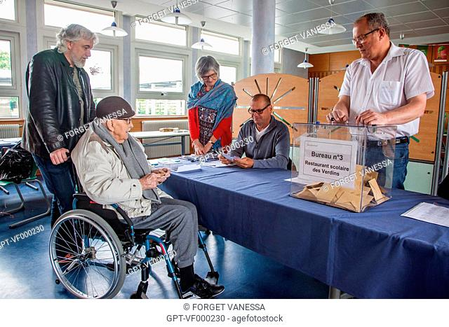 POLLING STATION WITH ACCESS FOR THE ELDERLY AND THE HANDICAPPED, BOURGES, (18) CHER, CENTRE, FRANCE