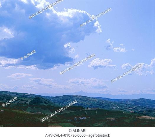 Clouds: cumulus humilis and cumulus mediocris clouds, shot 2002 by Dulevant, Stefano for Alinari