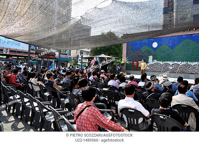 Seoul (South Korea): public music show in Insadong