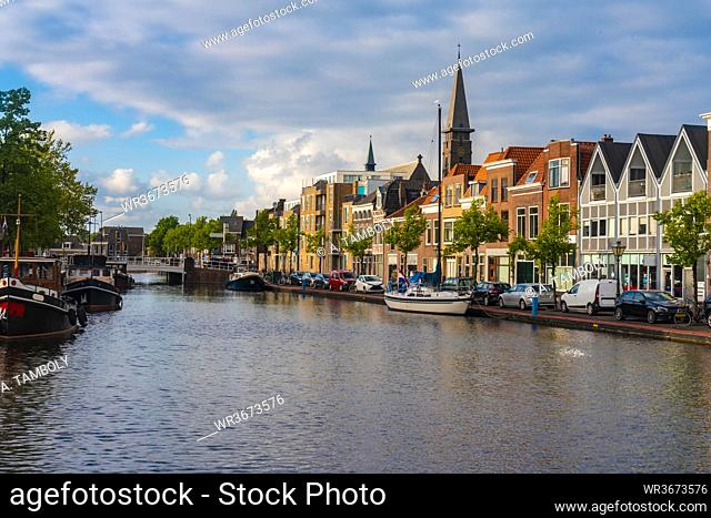 Netherlands, South Holland, Leiden, Townhouses and canal by Herengracht street