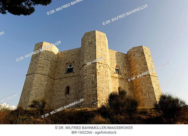 Castel del Monte, built by Holy Roman Emperor Frederick II of Hohenstaufen, UNESCO World Heritage Site, Apulia, Puglia, Italy, Europe