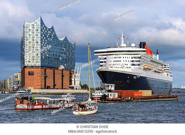 Germany, Hamburg, HafenCity quarter, cruise ship, Queen Mary 2, 'Elbphilharmonie' (concert hall)