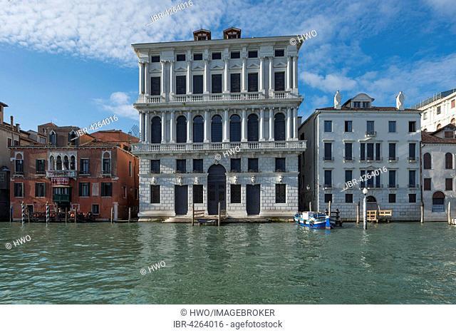 Palazzo Ca 'Corner della Regina, 1727, Palazzo Ca' Favretto on the left, Palazzo Correggio on the right, Grand Canal, Santa Croce district, Venice, Veneto