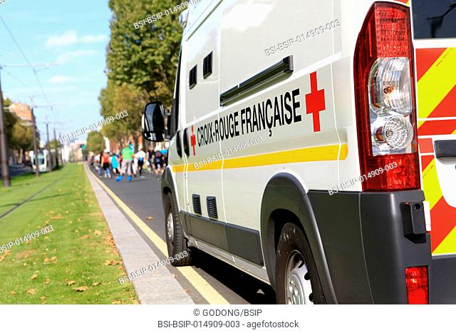 Vehicle first aid to people. French Red Cross