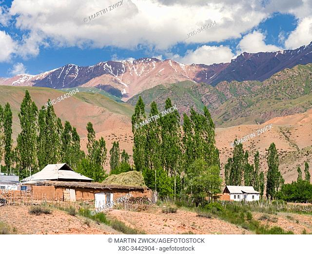Village Kyzyl-Oy. Valley of river Suusamyr in the Tien Shan Mountains. Asia, central Asia, Kyrgyzstan