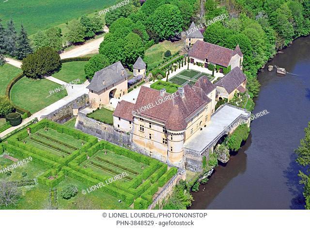 France, Dordogne (24), Perigord Noir, vallee de la Vezere, Thonac, castle of Losse, aerial view