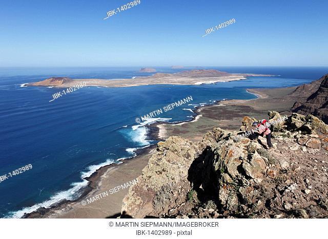 View from Risco de Famara near Guinate, in front of the islands of La Graciosa, Montaña Clara and Alegranza, Lanzarote, Canary Islands, Spain, Europe