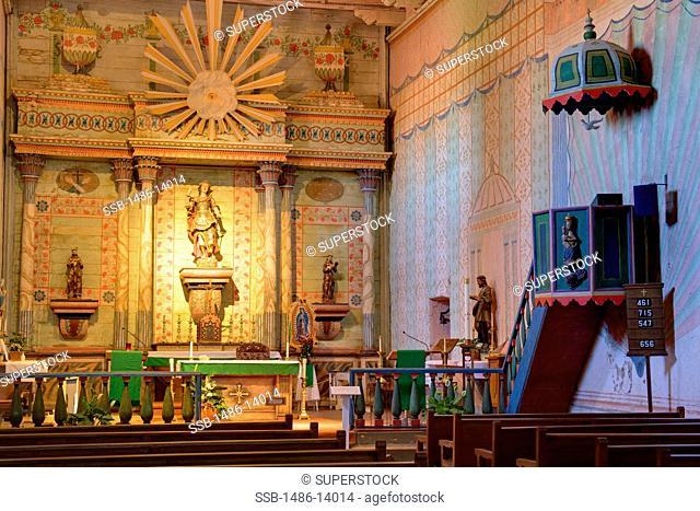 USA, California, San Luis Obispo County, Paso Robles, Altar in Mission San Miguel Archangel