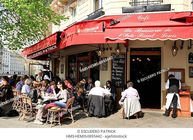 France, Paris, area listed as World Heritage by UNESCO, terrace of Brasserie Saint Louis en l'ile locatd Quai de Bourbon on the Ile Saint Louis