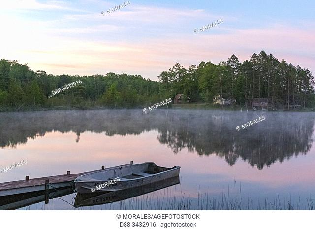 United States, Michigan, lake in the mist, morning