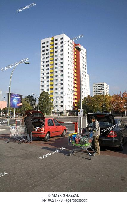 Shoppers With Supermarket Trolleys Loading Cars Berlin Germany