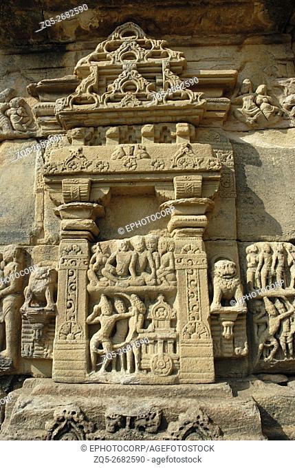 Pattadkal-Karnataka, Papanath temple, decorative niche on the southern wall