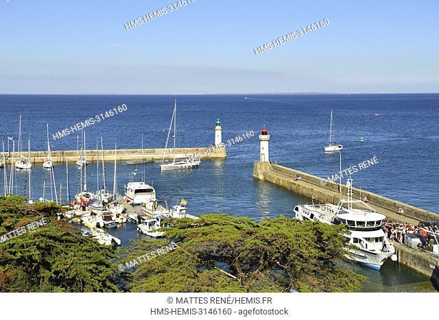 France, Morbihan, Belle Ile en Mer, lighthouses marking the entry of the harbour