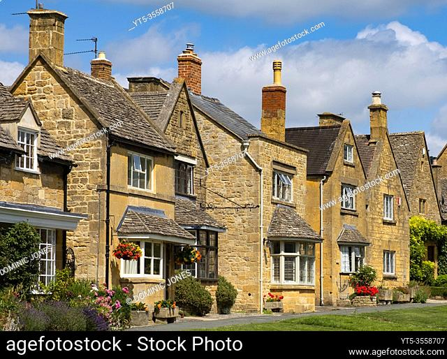 Traditional Cotswold stone houses in Broadway, Worcestershire, England