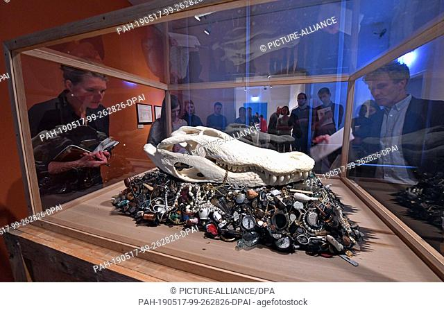 """17 May 2019, Thuringia, Jena: Participants of the press tour will look at the artwork """"""""Alligator Mississippiensis"""""""" by Mark Dion from the year 2015 in the..."""