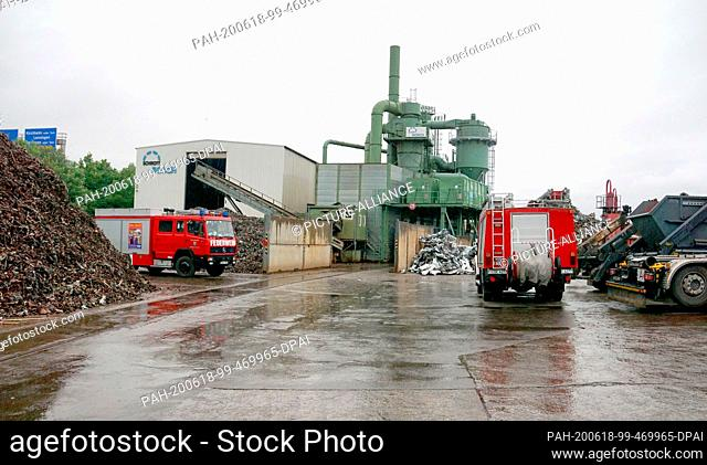 18 June 2020, Baden-Wuerttemberg, Dettingen unter Teck: Fire brigade vehicles are parked on the premises of a waste processing plant