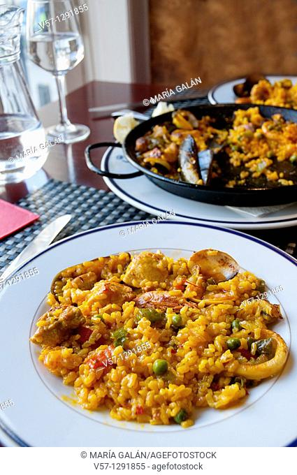 Paella serving