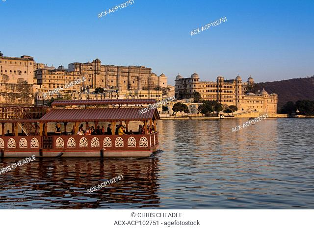 Tour boat and City Palace on Lake Pichola, Udaipur, Rajastan, India