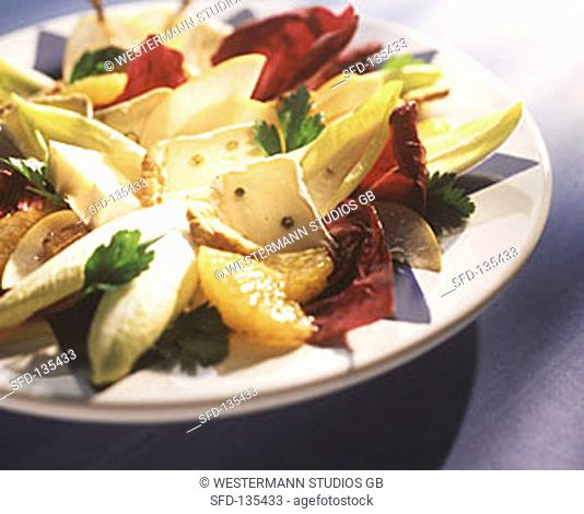 Mixed salad with oranges, pears and pepper cheese