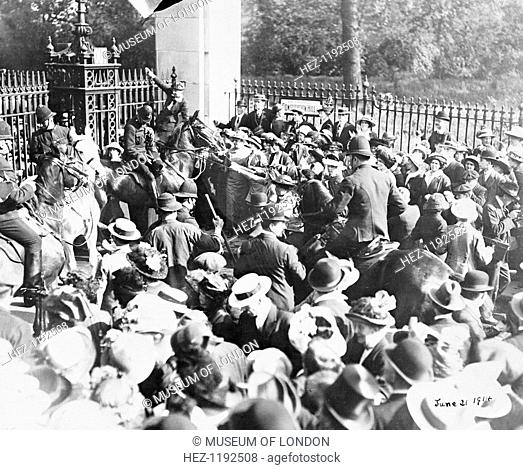 Riot at the Constitution Hill gate of Buckingham Palace, 21st May 1914. Two women on the right pull at the reins of a police horse
