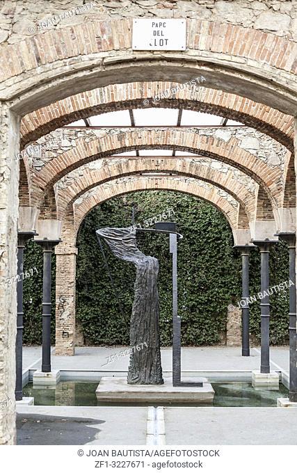 Sculpture rites of spring,ritos de primavera, by Bryan Hunt, Park,parc del clot,Barcelona