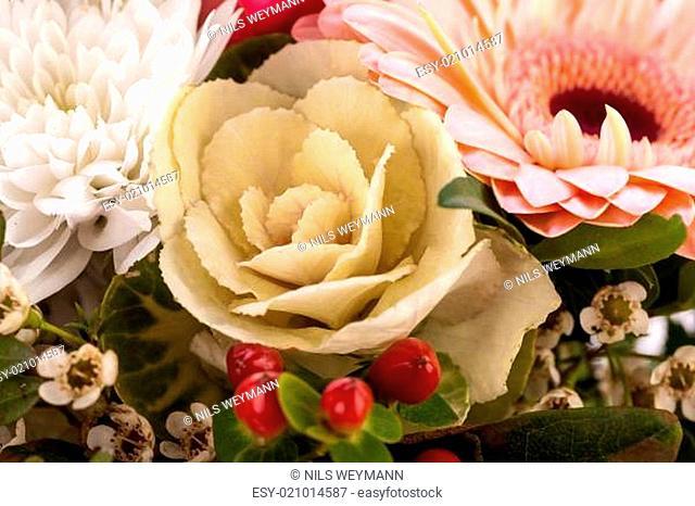 frische schöne schnittblumen strauss in rosa weiss