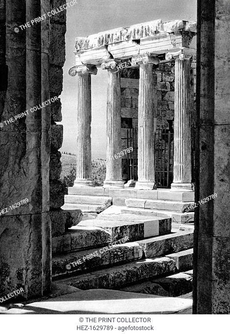 Temple of Nike, Athens, 1937. Illustration from Das Mittelmeer: Landschaft, Baukunst und Volksleben im Kreise des Mittelländischen Meeres