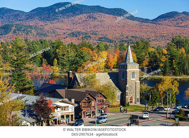 USA, New York, Adirondack Mountains, Lake Placid, Adirondack Community Church, autumn