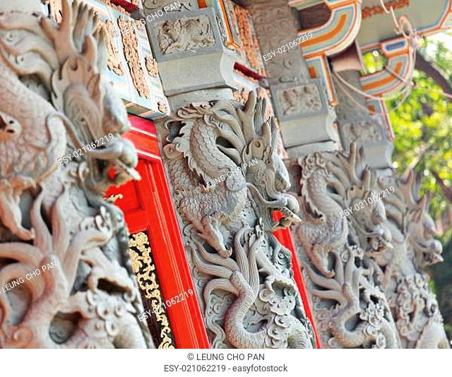 dragon statue in temple
