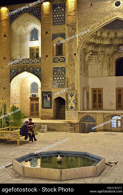 Iran, Kerman, Sartasari bazaar, Peaceful caravanserai by night