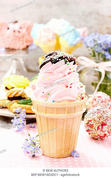 Kids party: pink ice cream cone