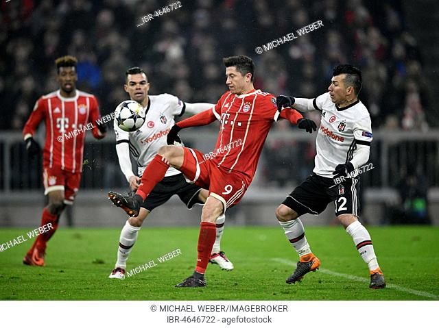 Tackling, action Robert Lewandowski of FC Bayern Munich against Gary Medel of Besiktas Istanbul on the right, behind Pepe and Kingsley Coman of FC Bayern Munich