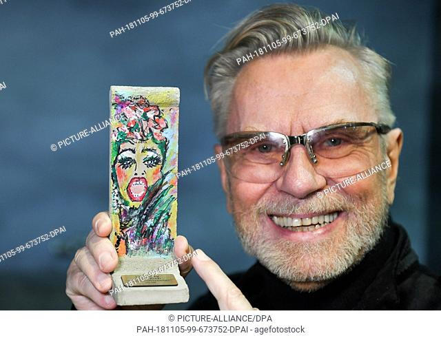 05 November 2018, Berlin: Beauty expert Rene Koch shows a self-designed wall element on a scale of 1:21 at a press event in Little Big City Berlin