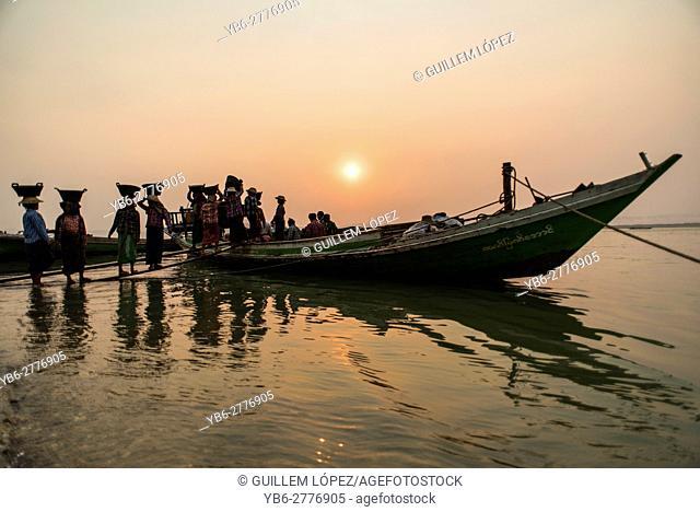 Women unloading gravel along the Ayeyarwaddy River near Bagan, Myanmar