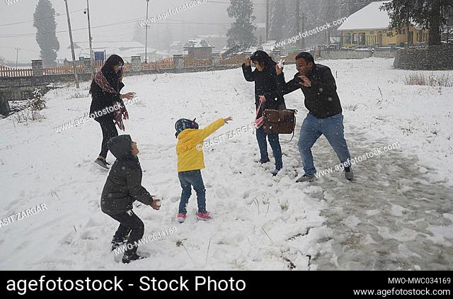 Kashmir, 15th November 2020. A fresh spell of snowfall was observed in the higher reaches of Jammu and Kashmir on Saturday