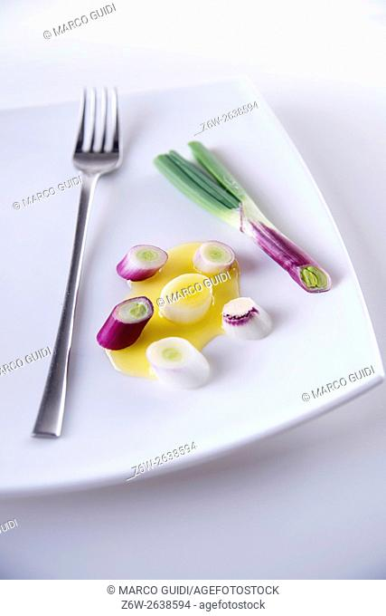 Presentation of pieces of red onion of Tropea on a plate