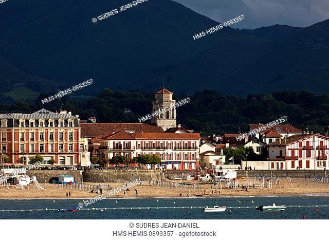 France, Pyrenees Atlantiques, Basque Country, Saint Jean de Luz, the waterfront seen from the tip of St Barbara