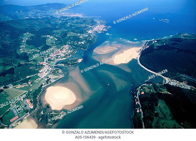 Gernika estuary mouth. Urdaibai Biosphere Reserve. Mundaka. Vizcaya. Euskadi. Spain