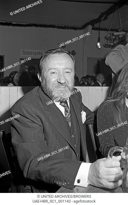 Siegfried Lowitz beim Besuch der SPD Wählerinitiative in München, Deutschland 1960er Jahre. Siegfried Lowitz visiting the social democratic political action...