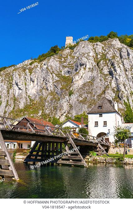 Ruins of the elevated Randeck castle with the picturesque town of Essing in the foreground, Bavaria, Germany, Europe