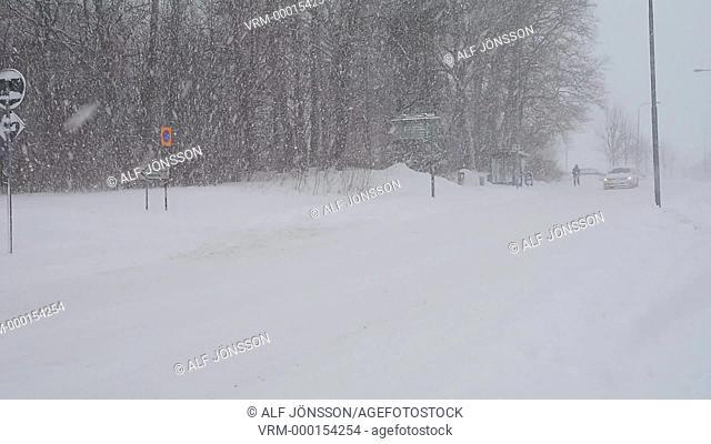 Traffic in snowfall