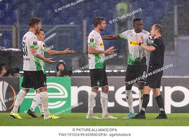 24 October 2019, Italy, Rom: Soccer: Europa League, AS Rome - Borussia Mönchengladbach, Group stage, Group J, Matchday 3 in the Olympic Stadium