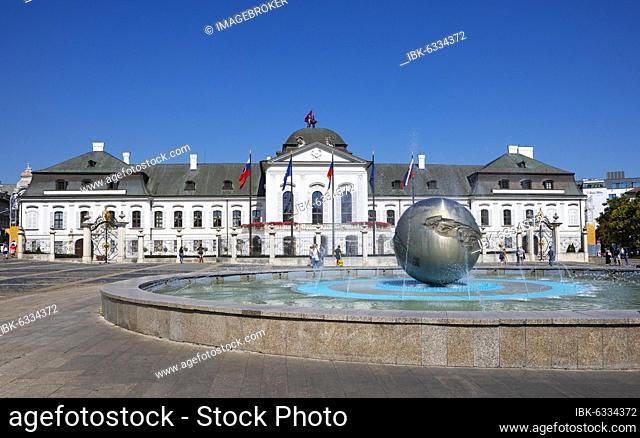 Hodžovo námestie fountain, Grassalkovich Palace, Residence Palace, Presidential Palace, Bratislava, Slovakia, Europe
